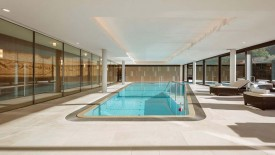 Clinic Les Alpes indoor pool, © Richter Dahl Rocha & Associés (photo : Fernando Guerrera FG + SG)